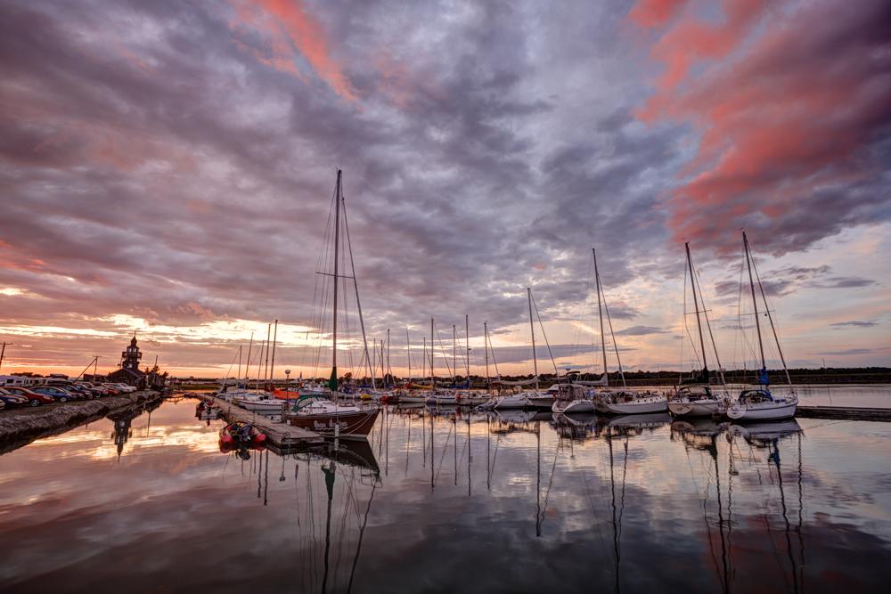 Un Address >> Coucher de soleil sur la marina — Les Chalets des Blés de Mer